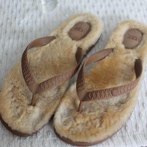 Women's Ugg shearling flip flops sz 9